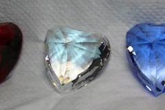 Drie Swarovski hartjes, rood, blauw en transparant